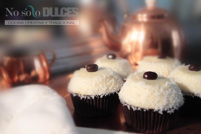 No solo dulces - Cupcakes de coco y fruta de la pasión