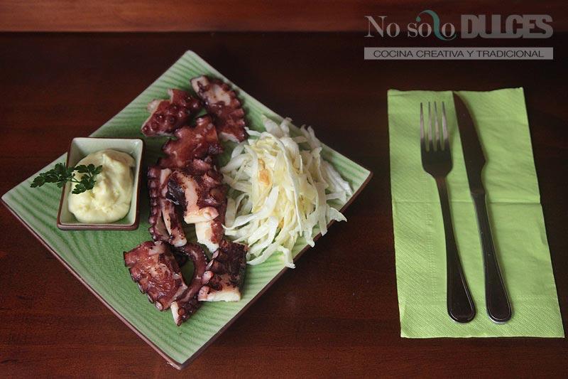 No solo dulces - Pulpo a la plancha con alioli de patata y ensalada de col