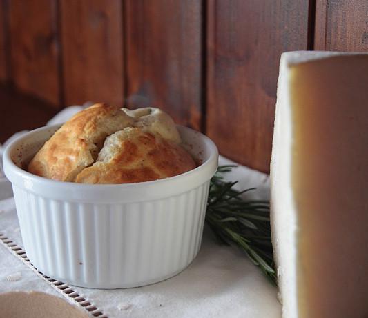 Soufflé de queso gruyère especiado (eliminando el mito de que es imposible hacerlos)