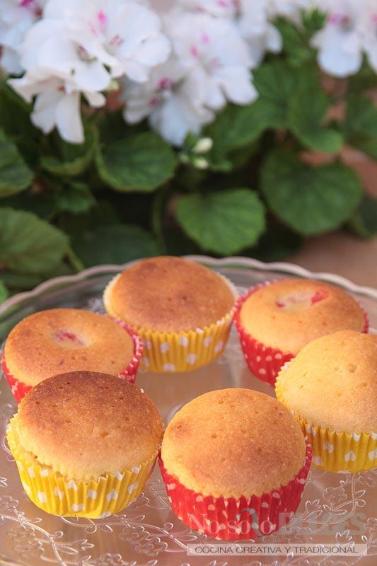 No solo dulces - Cupcakes de limón y fresa con helado de limón