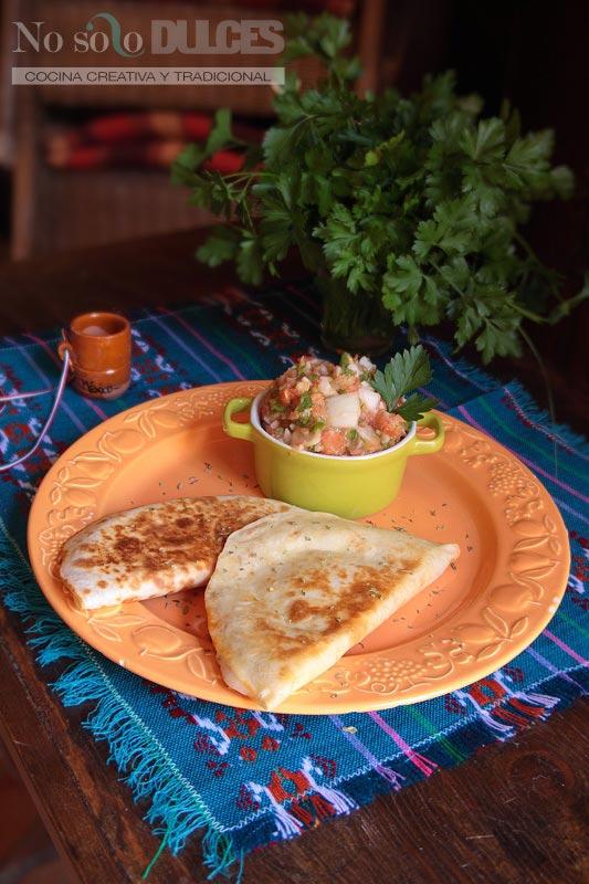 No solo dulces - Quesadillas mexicanas con carne, queso y tomate picante