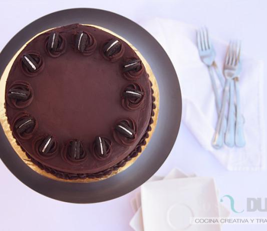 Tarta de chocolate y crema de galletas Oreo
