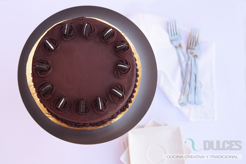 Tarta de chocolate y crema de galletas Oreo