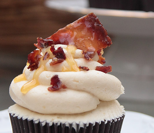 Cupcakes de chocolate y bacon con buttercream de miel (Loco me volví)