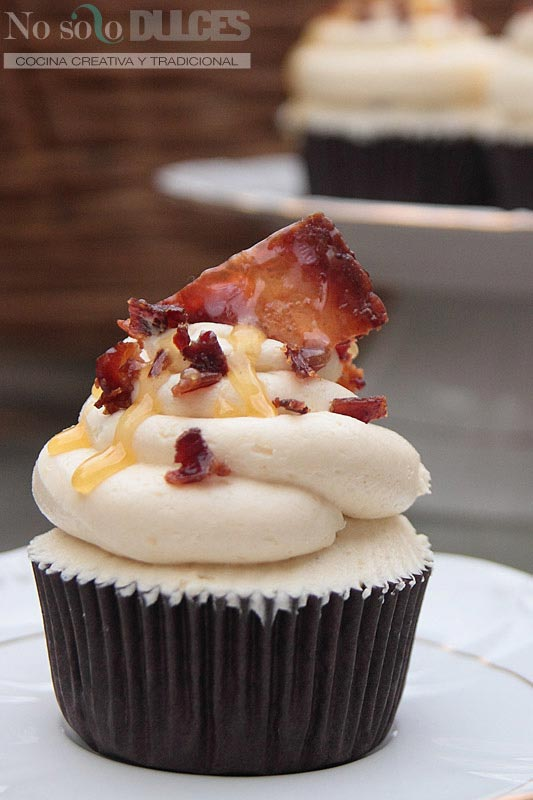 No solo dulces – cupcakes chocolate bacon buttercream de miel