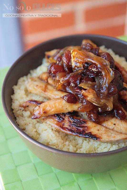 No solo dulces – Cuscús con pollo, cebolla, pasas al estilo árabe