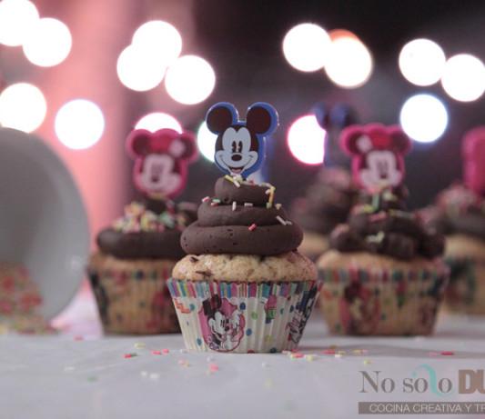 Cocina dulce con niños [Cupcakes de vainilla y chocolate]