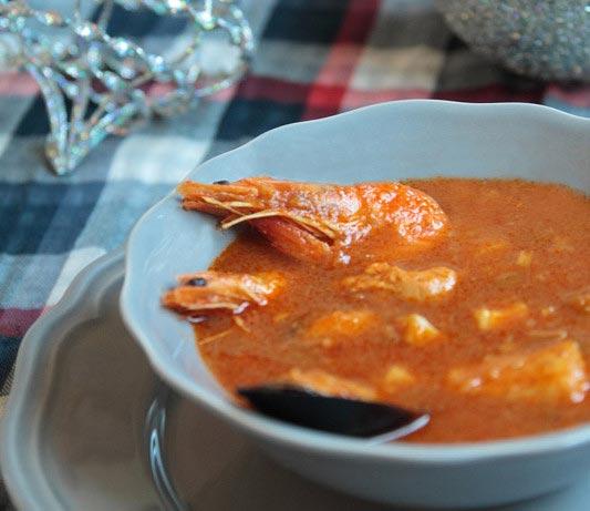 Sopa de tomate y marisco [Perfecta para la cena de nochevieja]