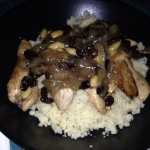 Cuscús con pollo, cebolla y pasas al estilo árabe