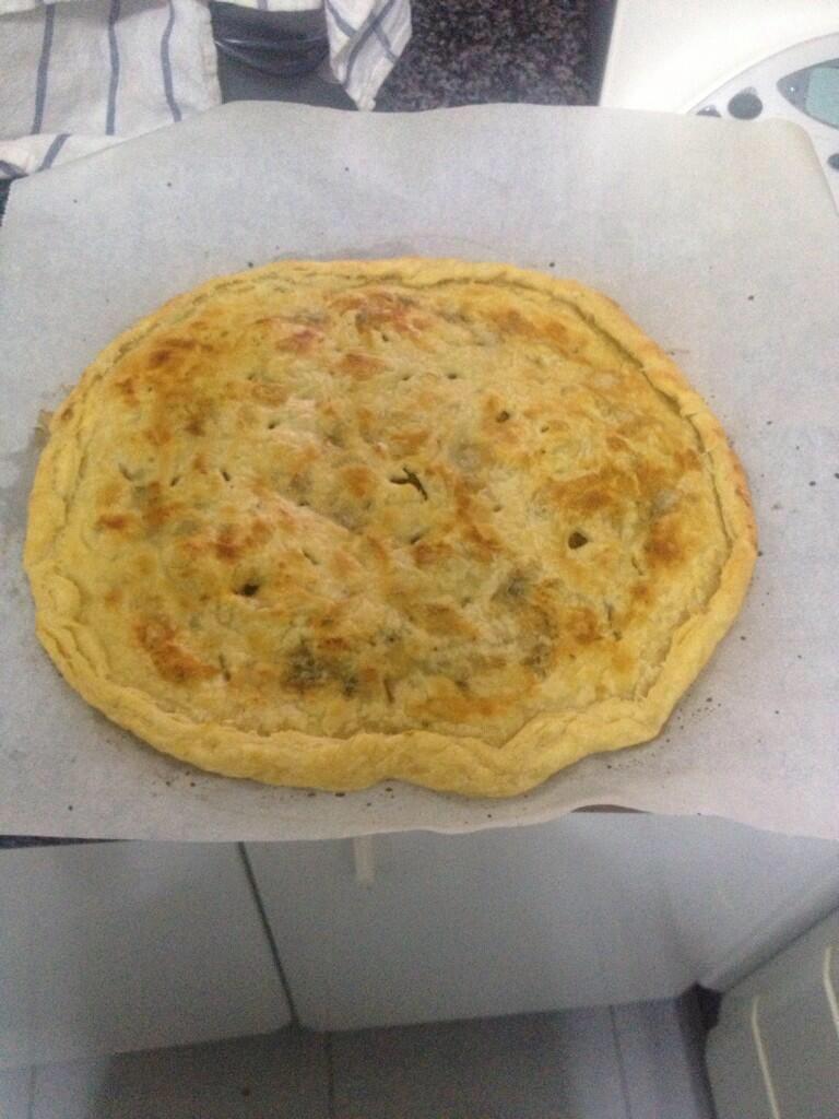 Empanada con dátiles, bacon y queso roquefort