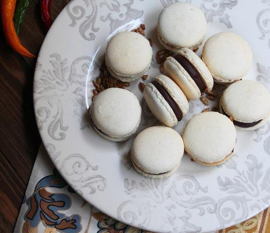 Macarons de chocolate picante y pipas caramelizadas
