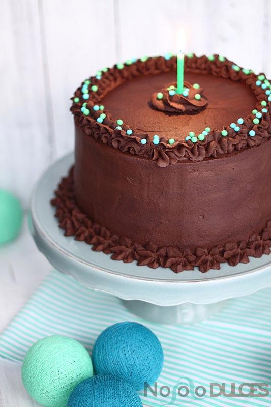 No solo dulces – Tarta de cumpleaños de chocolate, nueces y platano asado