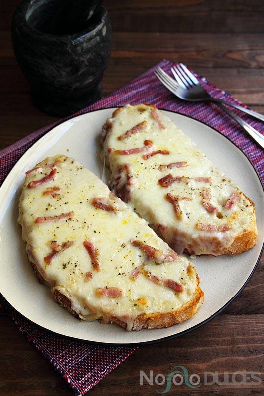 No solo dulces – Pan con ajo, queso y bacon