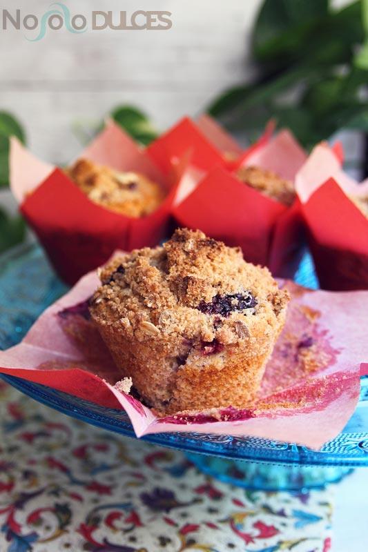 No solo dulces - Muffins integrales arándanos con crumble canela y avena