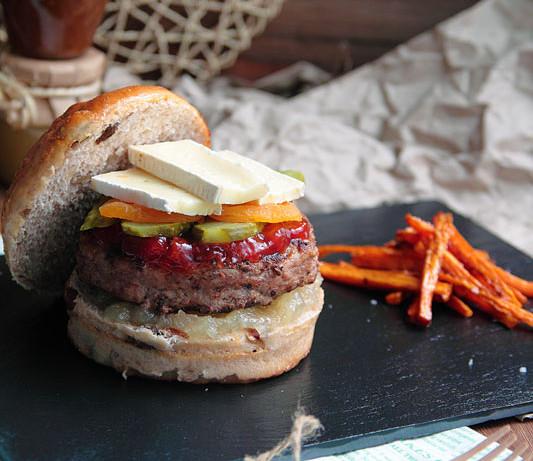 Hamburguesa de quesos franceses y pan de frutos secos