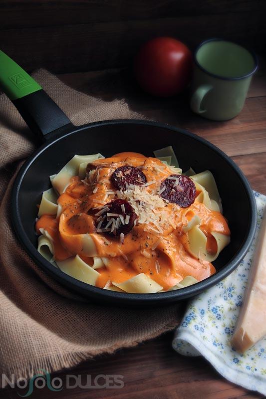 No solo dulces – Pappardelle con bechamel de tomate y chorizo