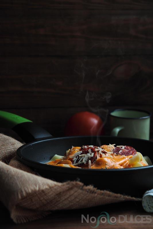 No solo dulces - Pappardelle con bechamel de tomate y chorizo
