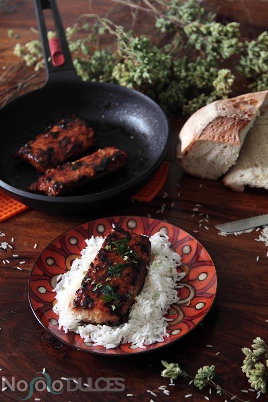 Receta de salmón con salsa teriyaki, que se cocina a la plancha y al horno.