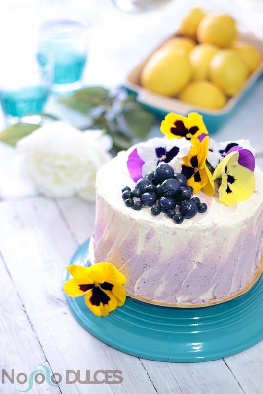 Tarta de arándanos, limón y flores para San Valentín