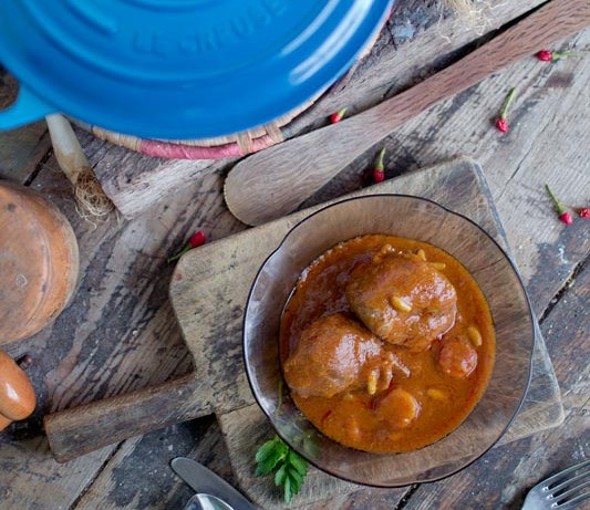 Guiso de carrillada ibérica con salsa en cocotte