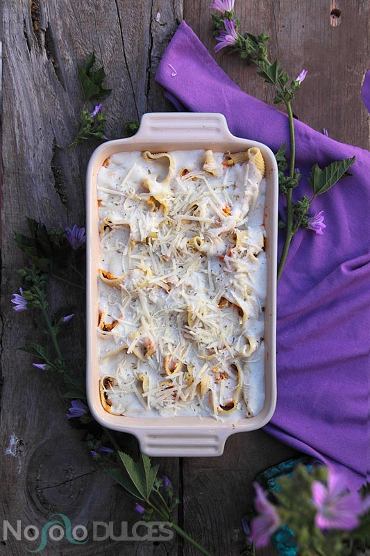 Receta de pasta lumaconi o galets rellenos con verduras. Con salsa de tomate casera y bechamel al horno