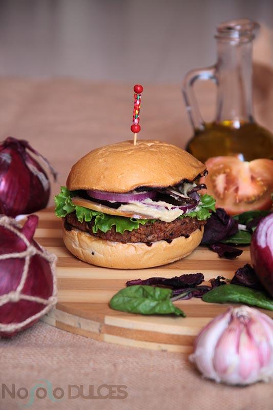Hamburguesa vegana de soja a la barbacoa