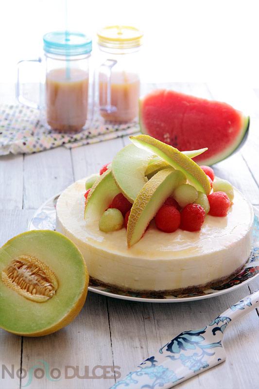 Tarta mousse de yogur y gelatina de sandía y melón