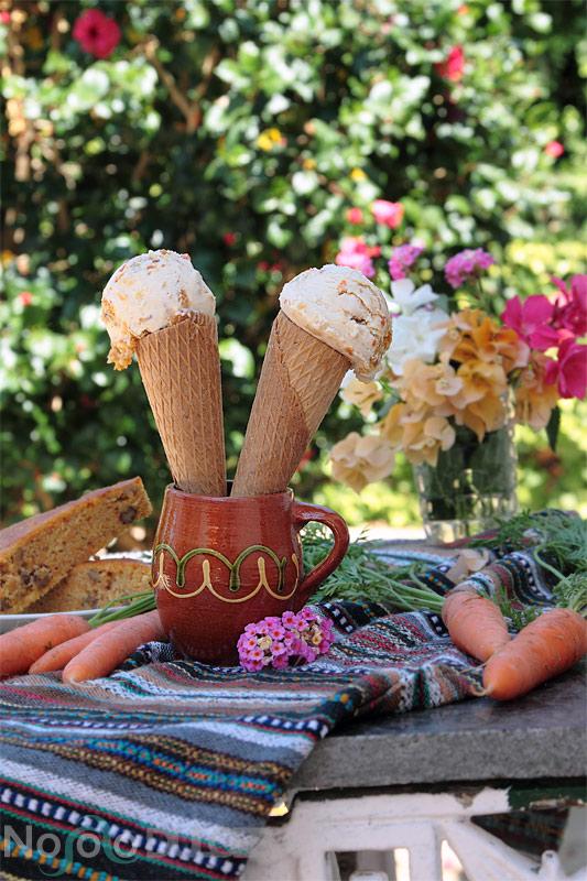 Receta de helado de tarta de zanahoria o carrot cake. Convertimos una de las tartas más famosas y sabrosas en un delicioso helado.