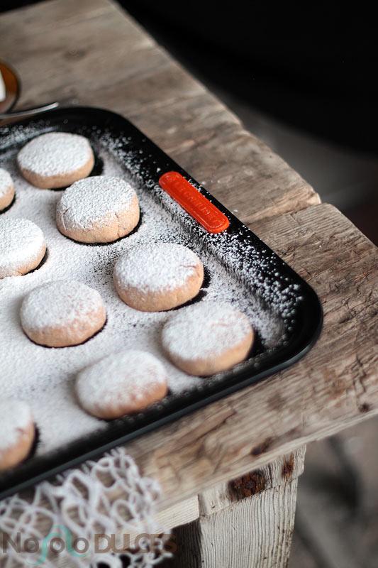 Receta de los tradicionales polvorones sin gluten, aptos para celíacos. Con harina de arroz, anís y naranja, de sabor y textura igual a los comprados.