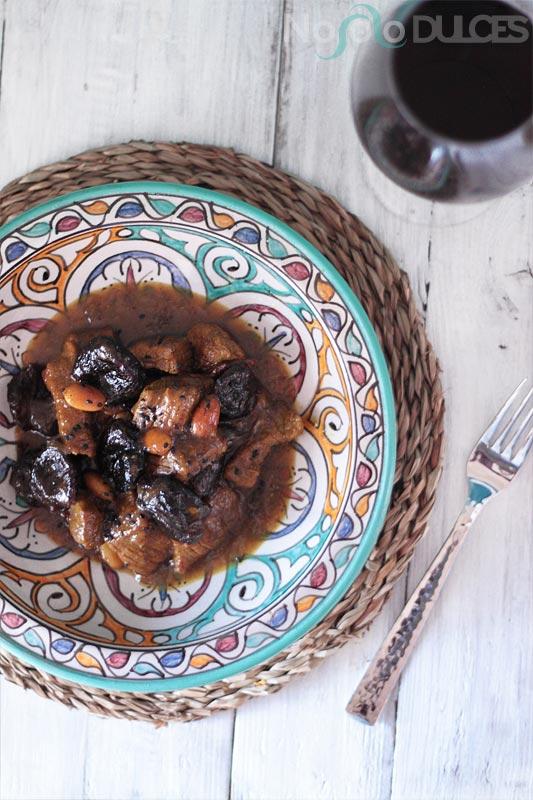 Ternera con ciruelas caramelizadas estilo marroquí